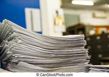 un, pila, de, documentos, escritorio