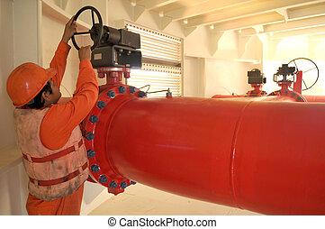 un, trabajador, en, duyty, en, aceite y gas, transferencia, plataformas