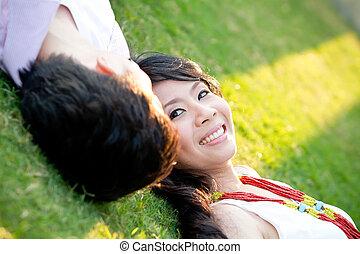 une, amoureux, jeune couple, est, délassant, près, chaque,...