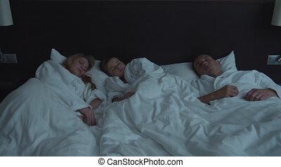 une, fils, famille, peu, hôtel, lit, parents, sommeil
