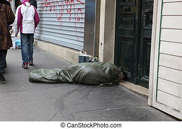 une, france., endormi, sdf, france, frisé, a, paris, -, plastique, 1, sous, :, 2013, bâche, les, mai, dies, rue, aujourd'hui, jour, homme, 130, haut, chaque, paris, 1, sdf