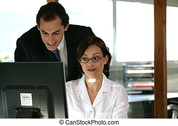 ung, affär, arbetare, in, open-plan kontor