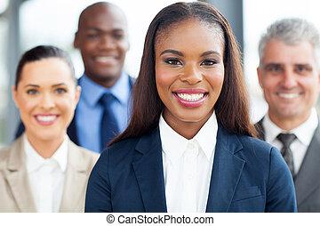ung, afrikansk, affärskvinna, med, kolleger