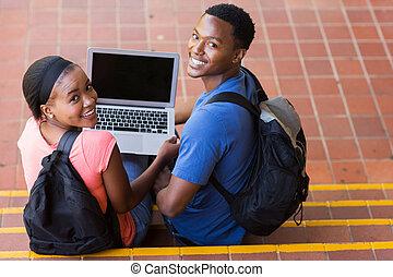 ung, afrikansk, högskola, par, med, laptopdator