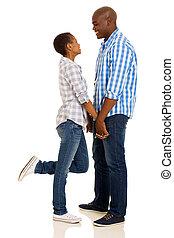 ung, afrikansk, par hand i lik hand