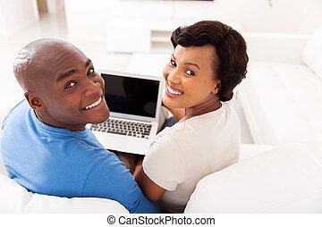 ung, afrikansk, par, med, laptopdator