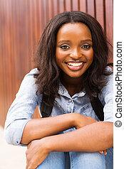 ung, afro- amerikankvinnlig, högskola studerande