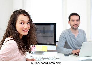 ung, attraktiv, co-worker, på kontoret