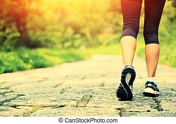 ung, fitness, kvinna, ben, vandrande