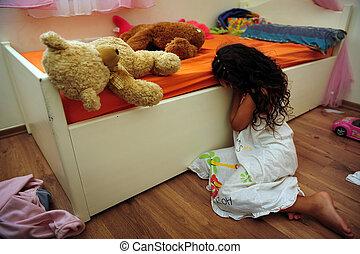 ung flicka, det lider, från, inrikes våld