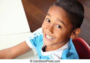 ung, glad, etnisk, utbilda pojke, 9