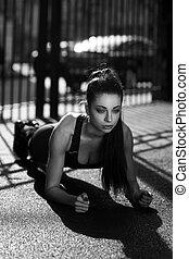 ung kvinde, gør, planke, udendørs