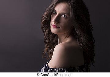 ung kvinde, hos, curly hår, closeup