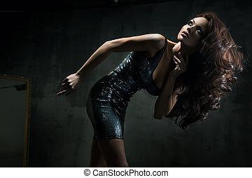 ung kvinna, framställ, vacker, sexig