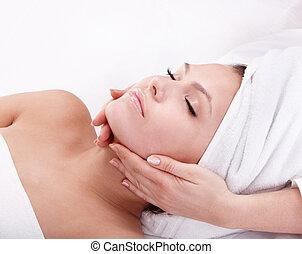 ung kvinna, in, spa., ansiktsbehandling, massage.