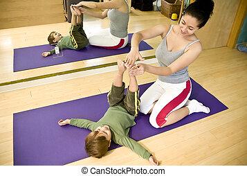 ung kvinna, och, barn, gör, pilates