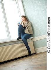 ung kvinna, rum, tom, sittande