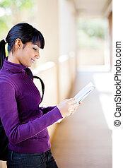 ung, kvinnlig, indisk, högskola studerande, läsning beställ