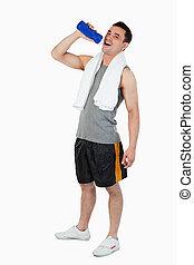 ung man, dricksvatten, efter, genomkörare