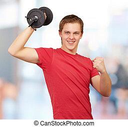 ung man, gör, fitness, med, vikter, inomhus