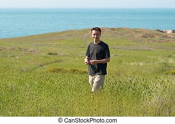 ung man, gräset, fält