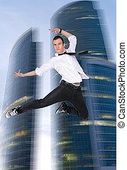 ung man, hoppande, på, den, bakgrund, av, den, firma center