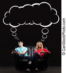 ung man, och, kvinna sitta, soffan, besatt, med, deras,...