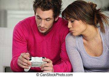 ung man, och, ung kvinna, spelande video vilt