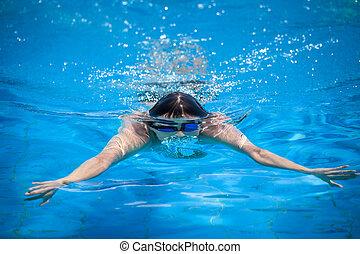 ung man, simning, in, a, slå samman