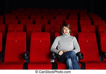 ung man, sittande, in, den, bio, allena