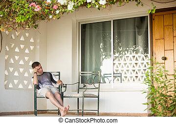 ung man, sova, på, veranda