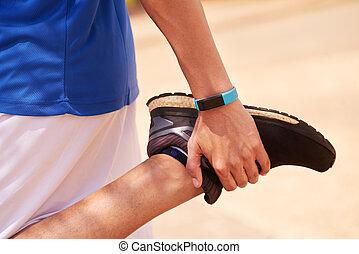 ung man, sports, sträckande, användande, fitwatch, steg, disk