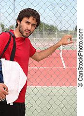 ung man, utanför, a, tennisbana