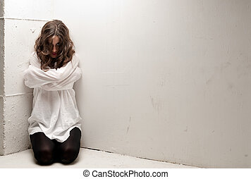 ung, mentalsjuk, kvinna, med, tvångströja, på, knän,...