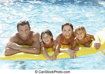 ung släkt, föräldrar, med, barn, in, slå samman