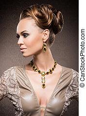 ung, vacker, och, rik, kvinna, in, juveler, av, guld, och,...