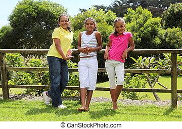 unga flickor, tre, utomhus