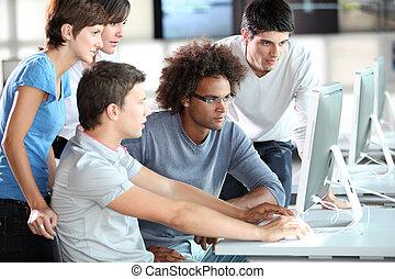 ungdomar grupp, in, utbildning, jaga