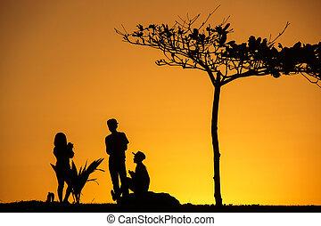 unge, kammerater, hos, solnedgang