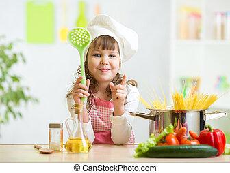 unge, kock, märken, hälsosam, grönsaken, måltiden, i köket