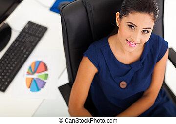 unge, kontor arbejder, siddende, ind, hende, kontor