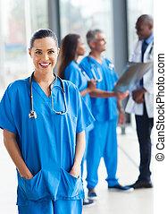 unge, medicinsk arbejder, ind, hospitalet