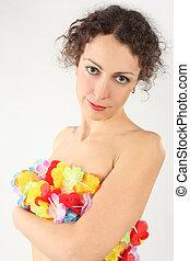 unge, skønhed, kvinde, afdækket, hende, nøgne, krop, af, multicolored, blomst girlande, kigge kamera hos