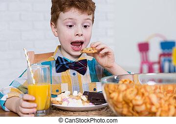 unge, slikket, og, hurtig mad, elsker