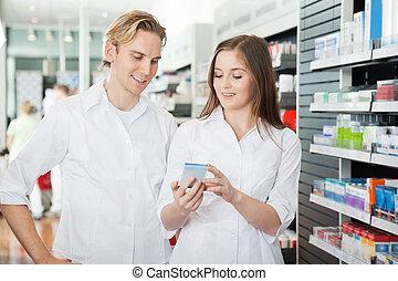 ungt par, indkøb, hos, supermarked