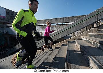 ungt par, joggning, på, steg
