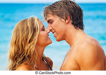 ungt par, kyssande, på, tropical strand