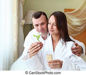 ungt par, med, blomma