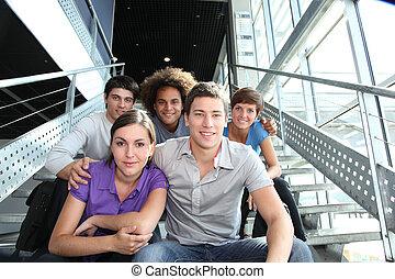 universidad, feliz, grupo, jóvenes