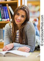 università, femmina, sorridente, studente, biblioteca